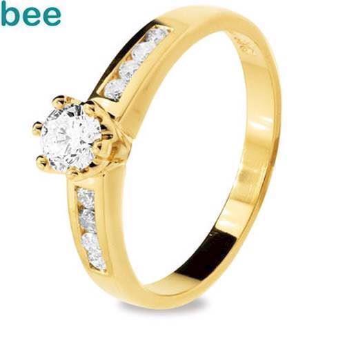 Diamant guld fingerring med total en halv carat
