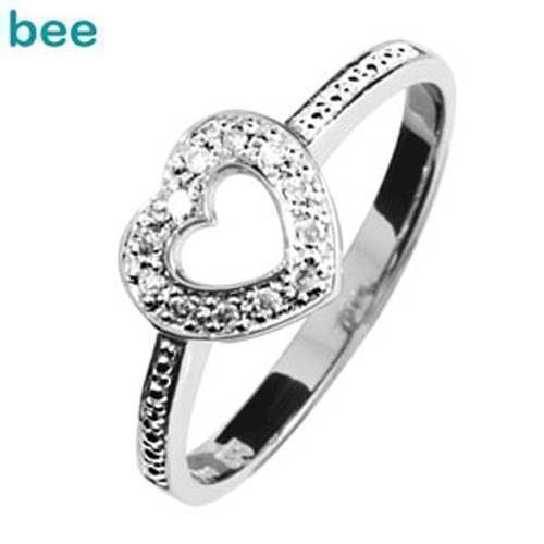 Romantisk lille hvidgulds hjertering med diamanter*