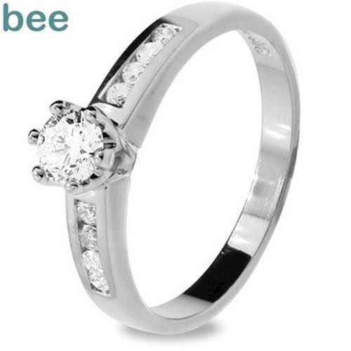 Hvidgulds diamant ring med total en halv carat